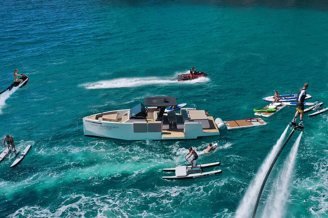 A principal atividade de Ibiza! Iate de luxo e 6 esportes aquáticos de luxo!