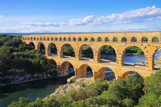 Discover the legendary Pont du Gard - Transfer from Avignon and tickets