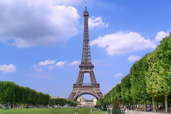 Paris: Eiffel Tower Skip the line 2nd Level Access with Host Week days