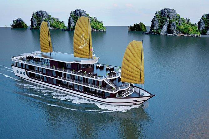 Lan Ha bay luxury cruise 2D/1N: Kayaking, Swimming & full meals, pristine bay