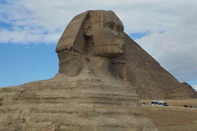 Giza pyramids & Egyptian Museum day tour