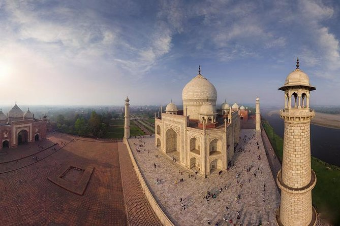 Private & Custom Tour : Taj Mahal tour from Delhi with Agra fort (By A/c Car)