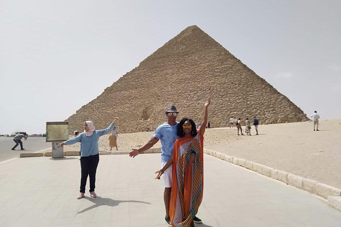 8-hours full-day Egyptian museum Giza pyramids sphinx bazaars Cairo Giza hotels