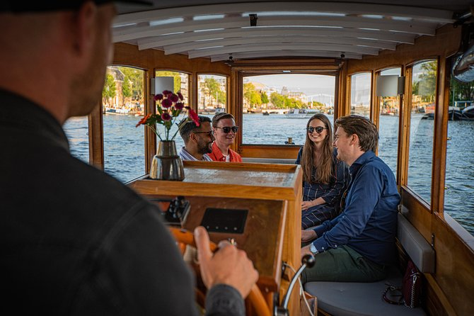 Private Boat Tour - 90 Min incl. welcome drink on historic saloon boat