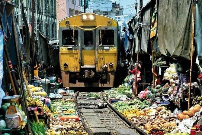 Bangkok - Risky market and floating market damnuen Saduak