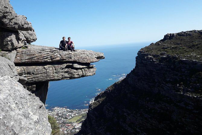 Hike Table Mountain via Kasteels Poort morning tour