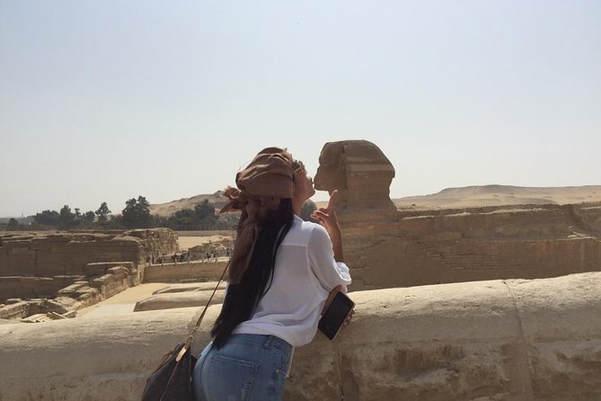 Solo female traveler private tour in Giza and Egyptian museum photo 6