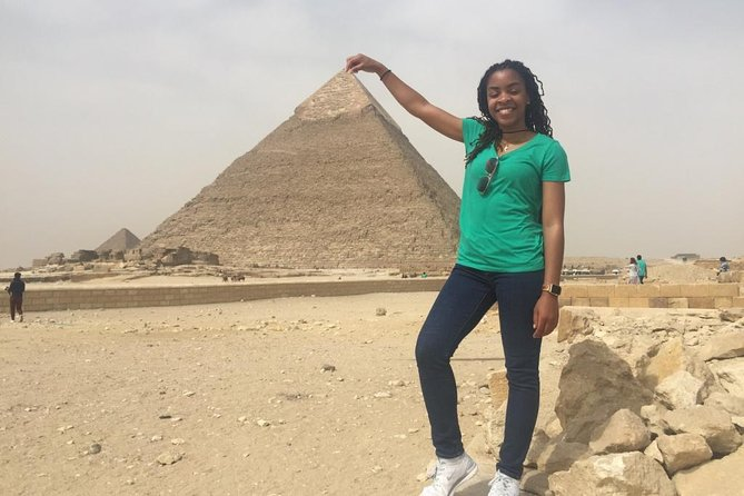 Solo female traveler private tour in Giza and Egyptian museum photo 8