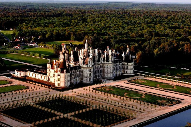 Circuit 3 castles around Blois: Chambord Cheverny + Villesavin or Troussay