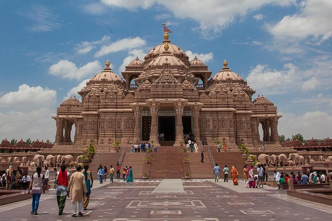 """""""Rejuvenate your mind and soul""""- Spiritual tour to famous temples in Delhi."""
