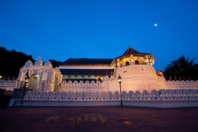 Explore Sri Lankan Culture in Kandy