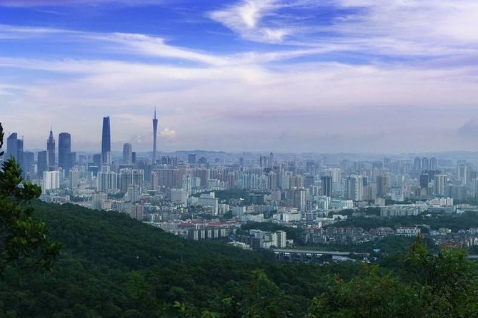 Private Guangzhou Layover Tour to Baiyun Mountain with Dim-Sum Option