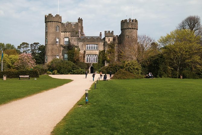 Malahide Castle, Dublin Bay and Howth Village Half-Day Tour from Dublin