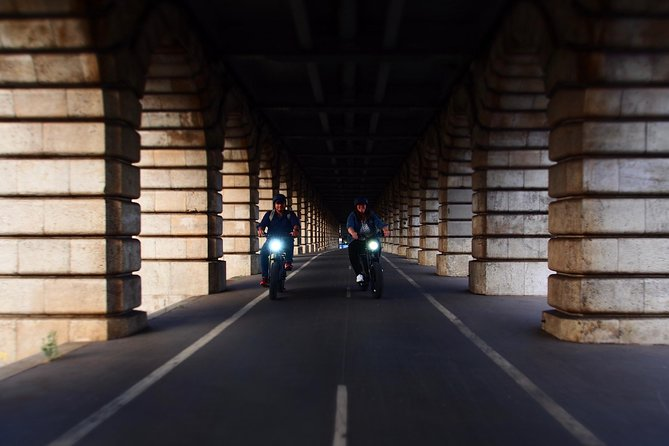 Parisian ride with Awsome electric bicycle photo 2