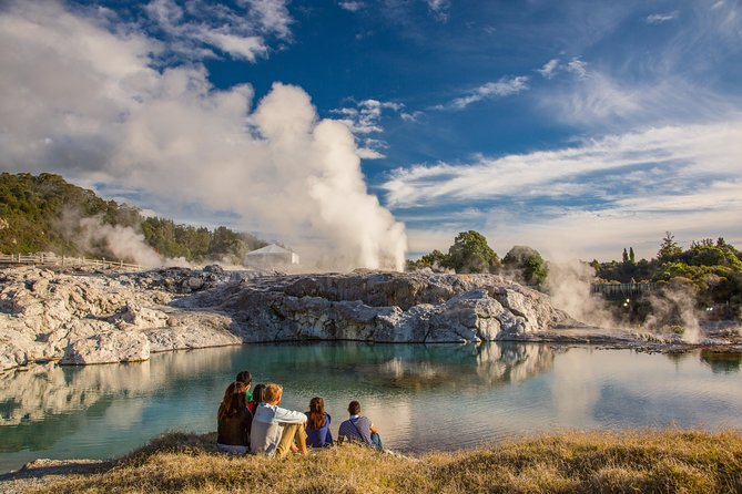 Private Luxury Tour From Auckland to Rotorua & Waitomo Glowworm Caves - Couples