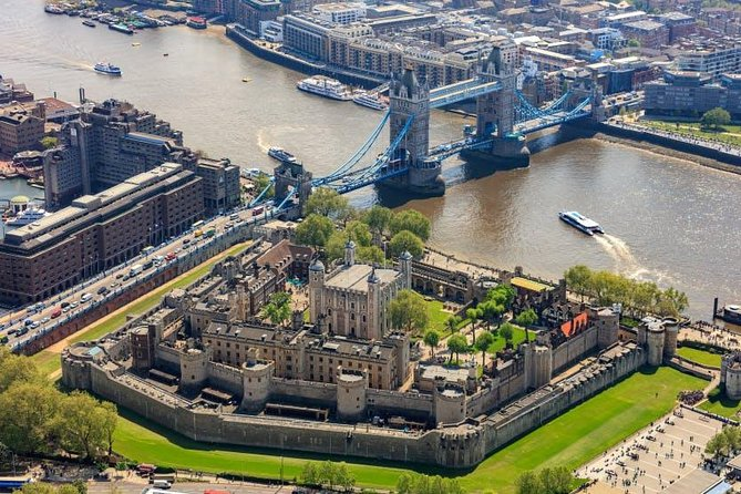 Combi Ticket : Westminster Walking Tour, River Cruise & Tower of London