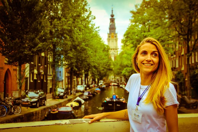 Amsterdam walking tour with canal cruise (unlimited drinks)