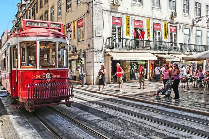 Private 4-hour city tour of Lisbon with driver & official guide w/ Hotel pick up