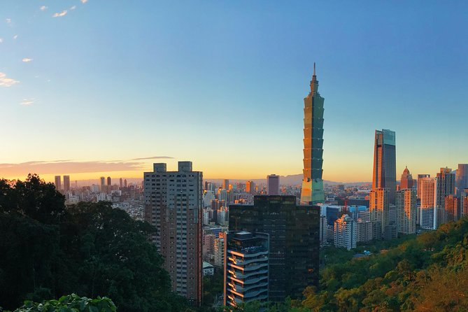 Private Taipei Day Tour: Must-visit Spots with English-Speaking Guide