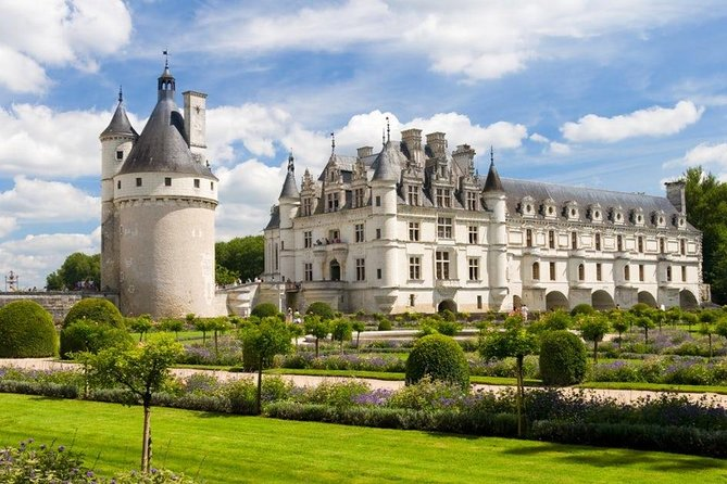 Loire Valley Castles Guided Tour from Paris