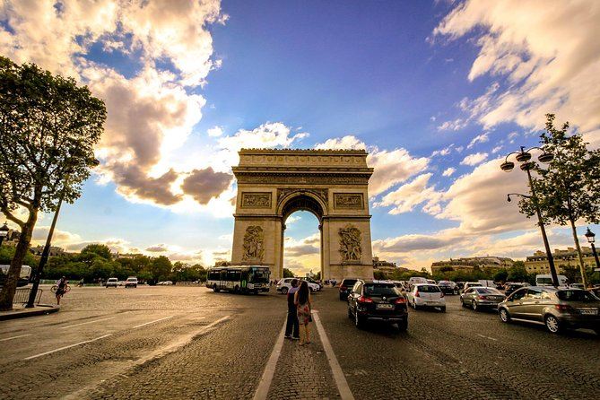 Paris : Arc de Triomphe, Cruise & Lunch on Champs-Elysées Avenue