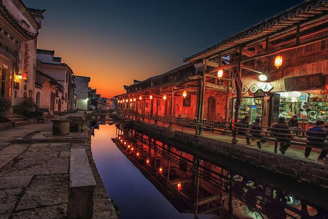 Private tour:Deep day tour of Huizhou grand mansions