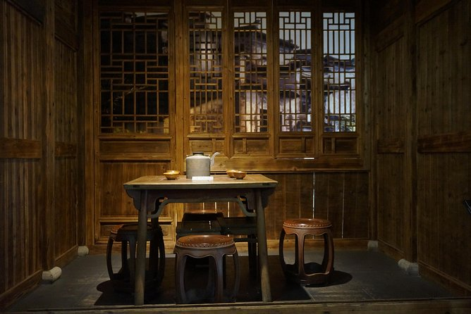 One-Day Hangzhou Dragon Well Tea Culture & West Lake Private Tour