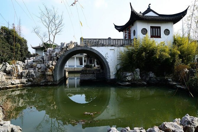 A private full-day tour featuring Qibao Ancient Town and Zhujiajiao Water Town photo 6