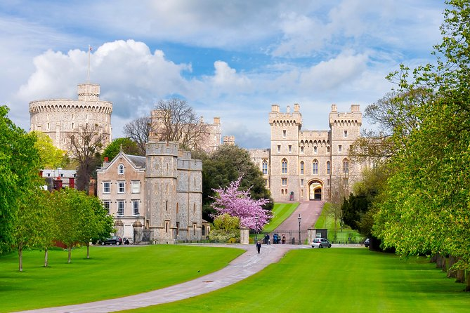 Windsor Castle, Oxford and Stonehenge Tour from London