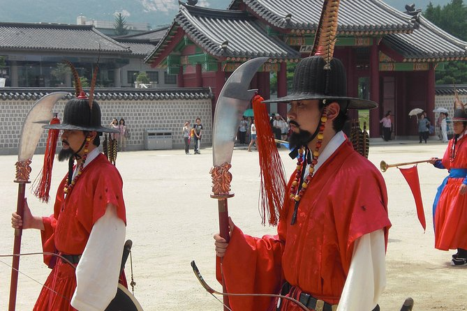 Small Group Tour to Gyeongbokgung Palace and Bukchon Hanok Village