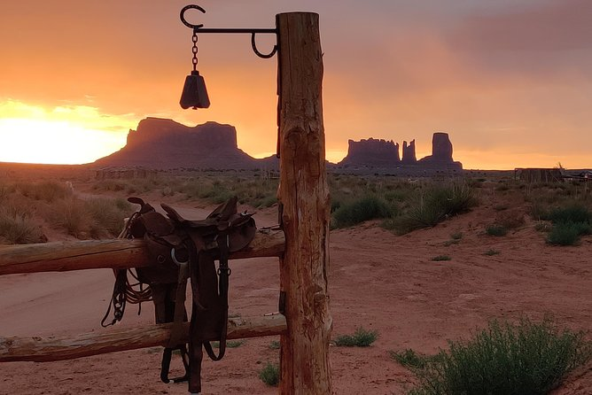 Private Monument Valley Horseback Riding Tour