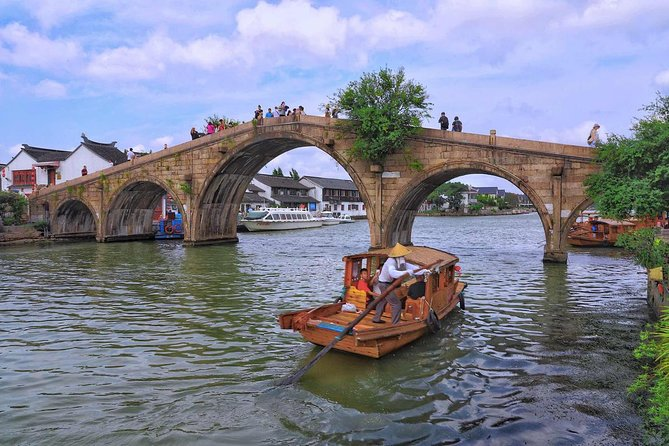 Small Group: Shore Excursion to Shanghai city highlights & Zhujiajiao water town