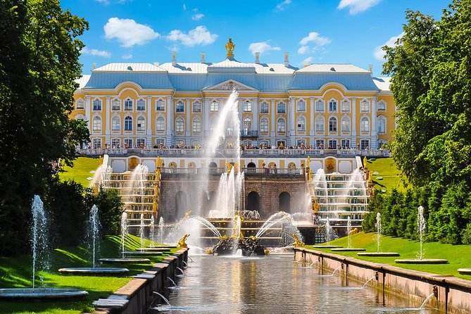 Small-Group Tour of Peterhof: Grand Palace and Park