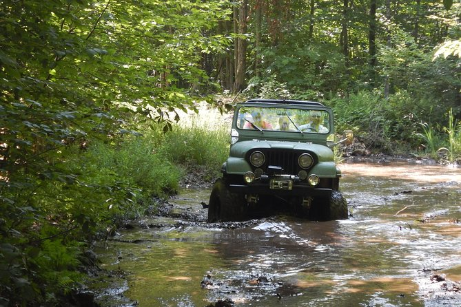 Let yourself drive in JEEP for three hours (up to 3 people)