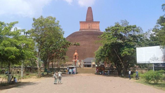 Day tour sigiriya to anuradhapura