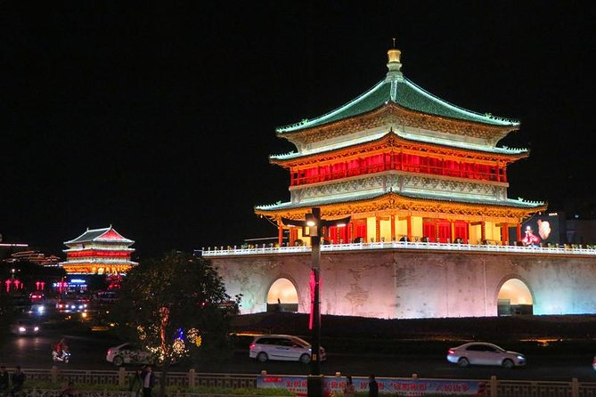 Private Xi'an Night & Food Tour by Tuk Tuk and Public Transportation