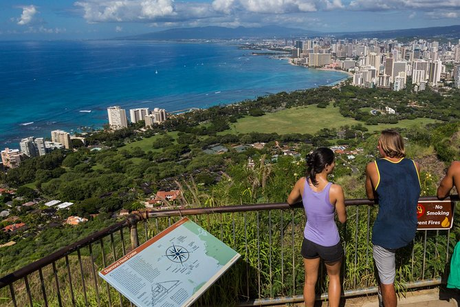 Oahu Grand Circle Island Tour with Japanese-Speaking Guide