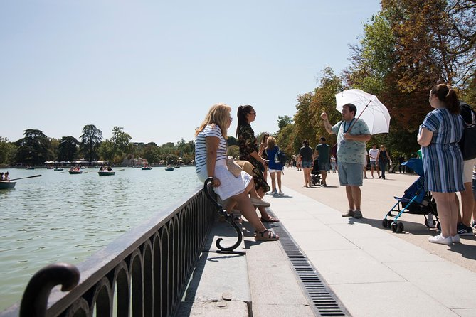 Guided walking tour in the famous Retiro Park in Madrid