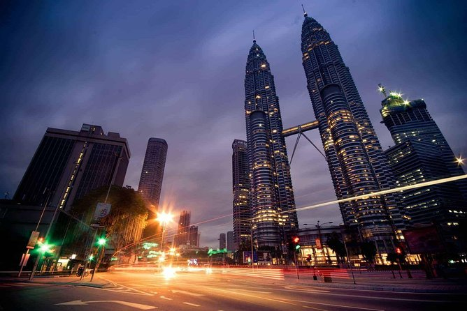KLCC Lake of Symphony and The River Of Life Tour - Private