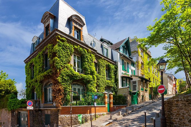 Paris Montmartre: Romantic Exploration Game & Tour
