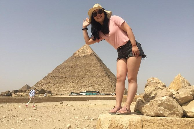 Solo female traveler private tour in Giza and Egyptian museum photo 7