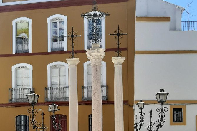 Private visit to the Jewish Quarter of Seville (Sta. Cruz and San Bartolomé Neighborhoods)