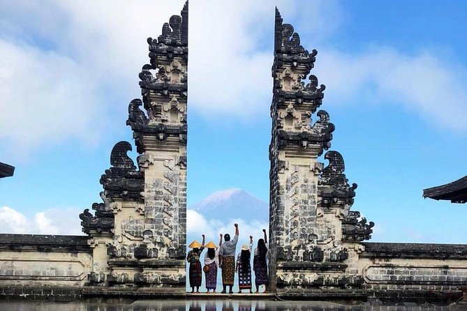 Awesome Karangasem Tour (Lempuyang, Tirta Gangga, Taman Ujung, Virgin Beach)