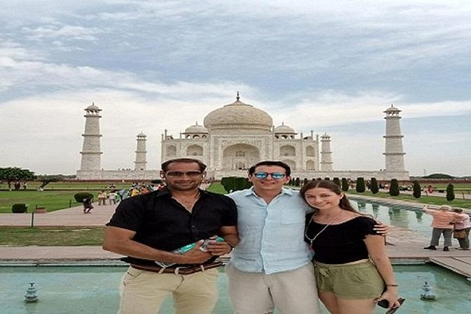 Taj Mahal Tour by Train with Lunch at 5 Star Hotel