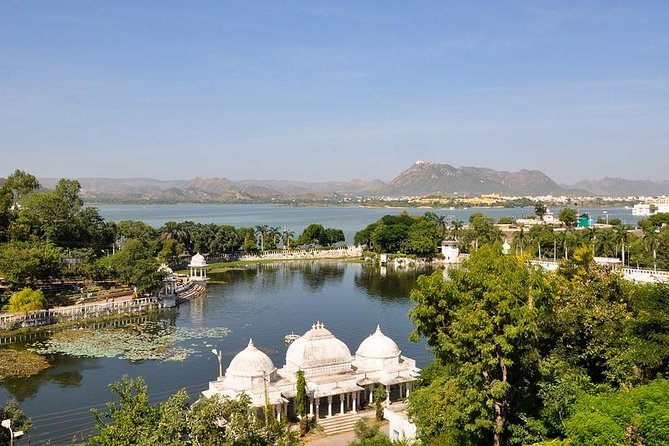 Udaipur: Full Day City Tour with Boat Ride at Lake Pichola