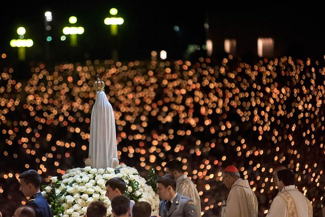 Private tour to attend procession candles in Fatima