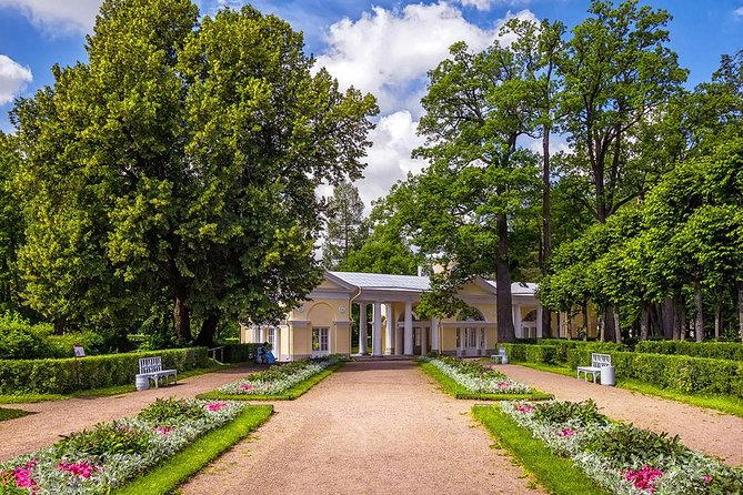 Uncovered Pavlovsk Skip-the-Line Private Tour