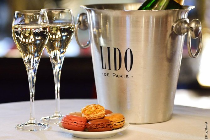 Gastronomic dinner at a master restaurant and show at the Lido