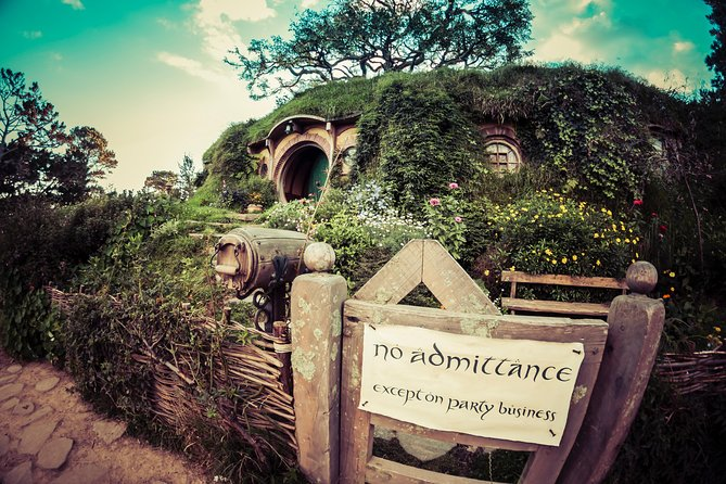 Private Luxury Tour From Auckland to Hobbiton Movie Set for Couples