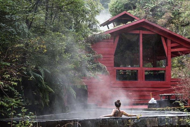 Trekking Mirador el volcano + Geometric hot springs